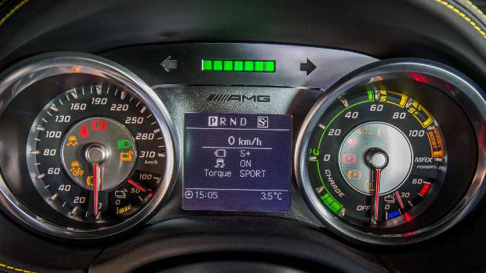 Cockpit im Mercedes SLS AMG Electric Drive.