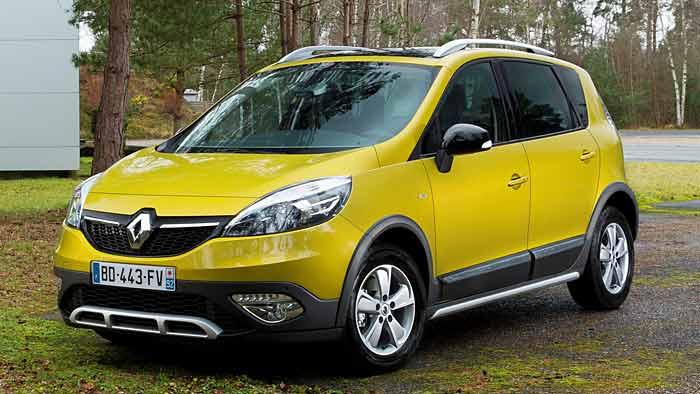Der Renault Scenic xmod findet sich auch im leichten Gelände zurecht.