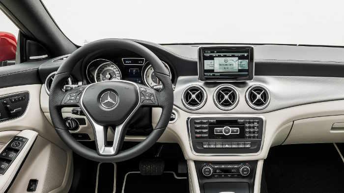 Das Cockpit des Mercedes CLA.
