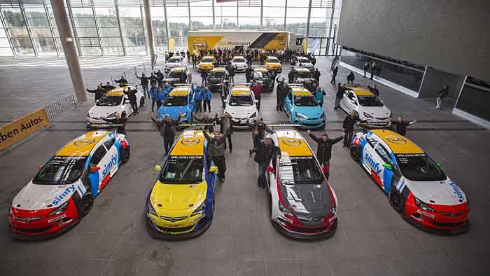 Opel übergibt am Nürburgring die neuen Dienstwagen.