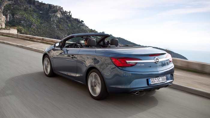 Das Heck des Opel Cascada.
