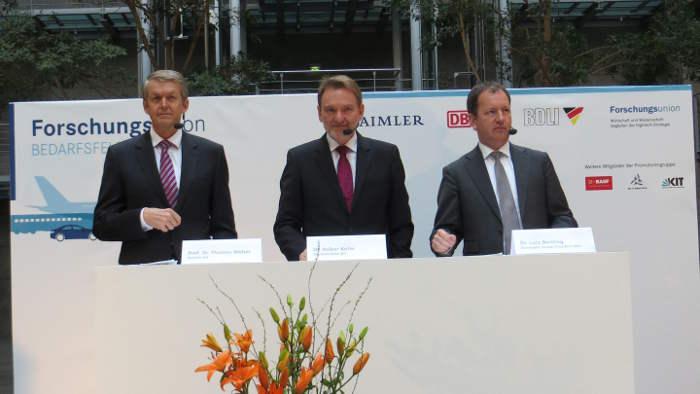 Thomas Weber, Volker Kefer, Lutz Bertlin (v-l) neu AG/Mertens