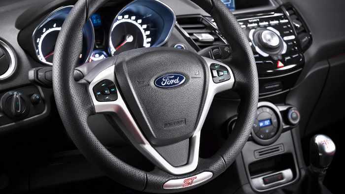 Das Cockpit des Ford Fiesta ST.