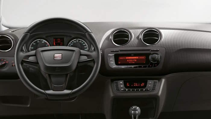 das Cockpit des Seat Ibiza