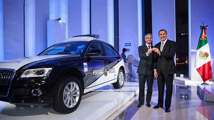 Audi-Chef Rupert Stadler und der Gouverneur von Puebla, Rafael Moreno Valle.