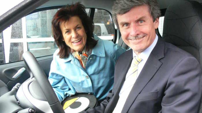 Smart-Chefin Annette Winkler und Ferdinand Dudenhöffer