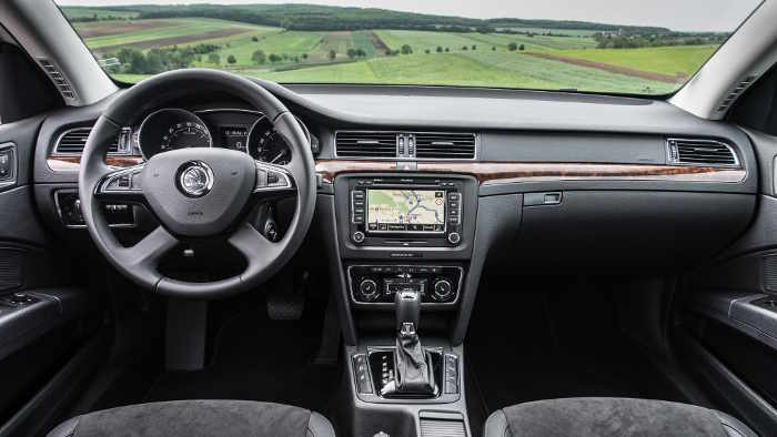 Das Cockpit des Skoda Superb