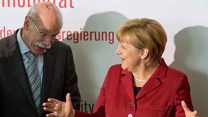 Daimler-Chef Dieter Zetsche und Angela Merkel.