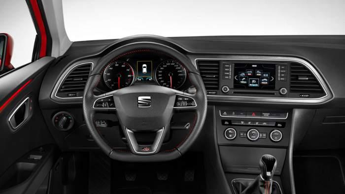 Das cockpit des Seat Leon SC