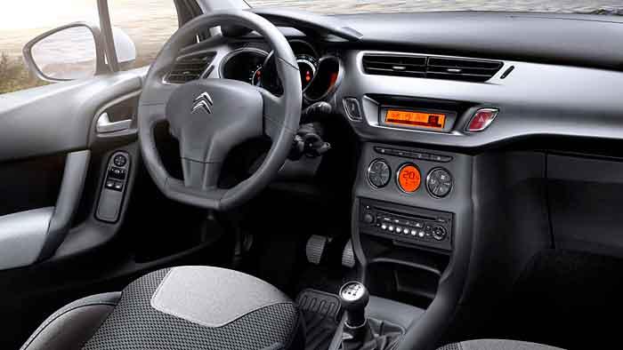 Besonders die Panorama-Frontscheibe beigeistert beim Citroen C3.