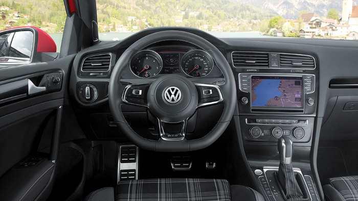 Das Cockpit des Golf GTD.