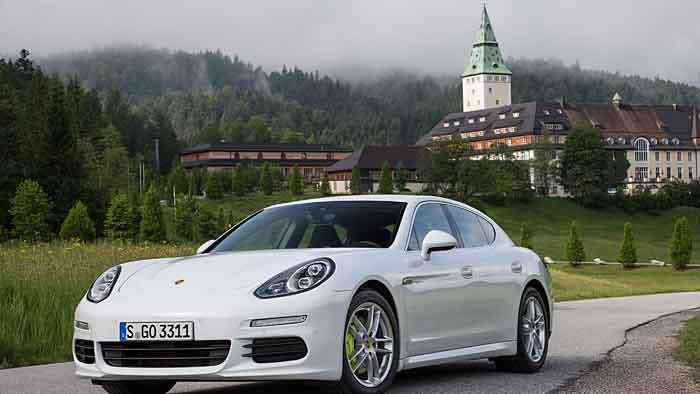 Eine Porsche Panamera Hybrid darf bald die Busspur nutzen.