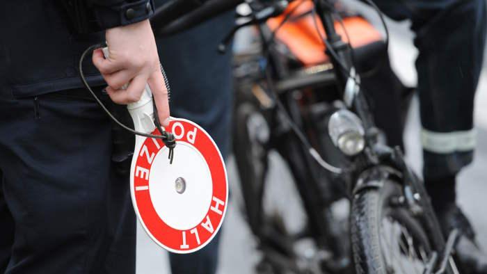 Dobrindt gegen Helmpflicht für Radfahrer