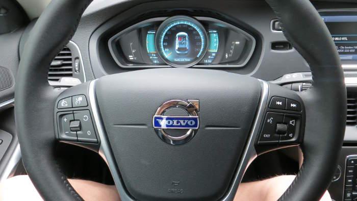 Das Cockpit des Volvo V 40 Cross Country