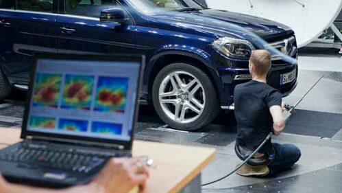 Optimierung von A-Säule und Außenspiegel des Mercedes GL im Windkanal.