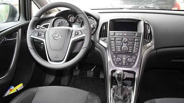 Der Opel Astra 1.4 als Benziner und mit LPG.
