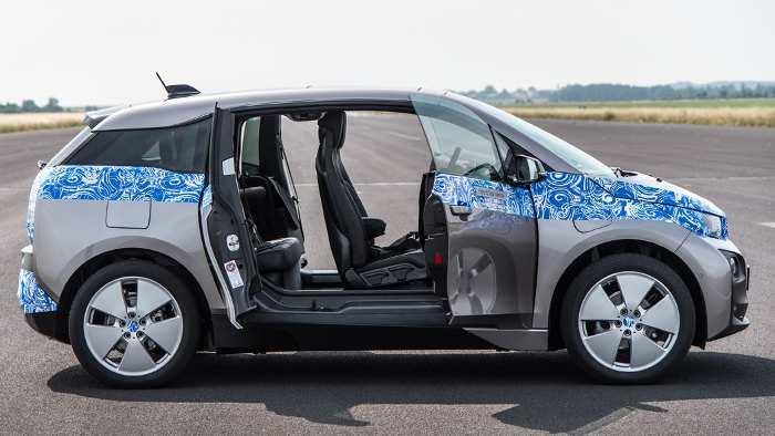 Die Seitenansicht des BMW i3.