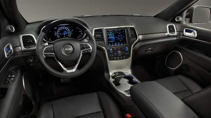 Das Cockpit des Jeep Grand Cherokee.