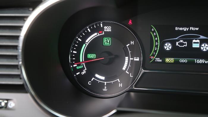 Das Cockpit im Kia Optima Hybrid