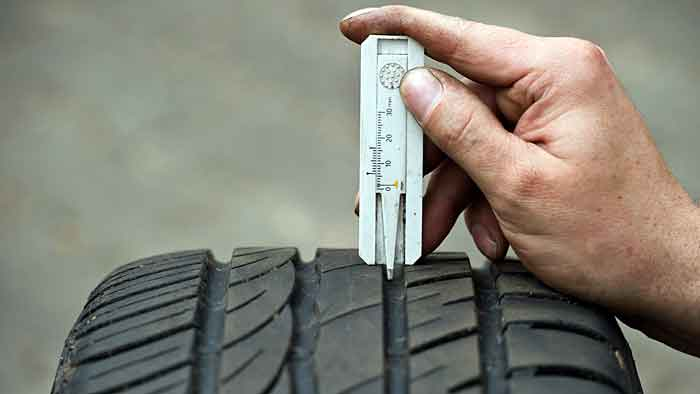 Die deutschen Autofahrer vernachlässigen ihre Reifen.