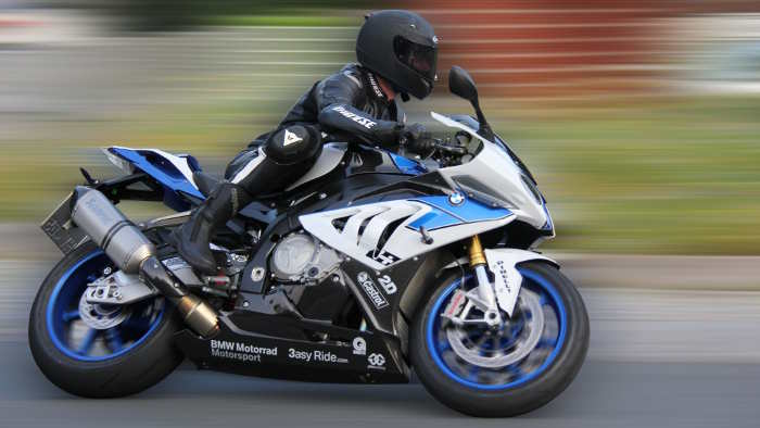 BMW HP4: Weißblaue Rakete