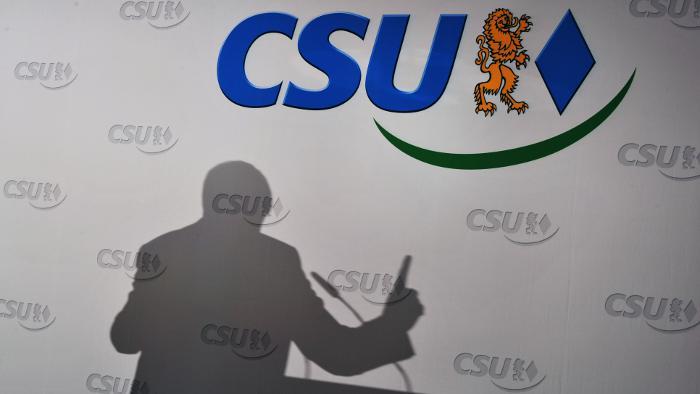 CSU-Chef Horst Seehofer wirft Finanzminister Schäuble Sabotage vor.