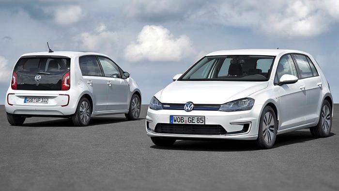 Der VW e-Golf (r.) soll in fünf Jahren autonom einparken.