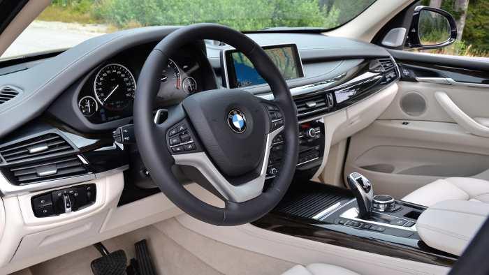 Das Cockpit des neuen BMW X5