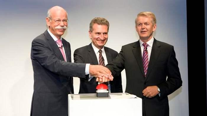 Dieter Zetsche, Günther Oettinger und Thomas Weber eröffnen den Windkanal
