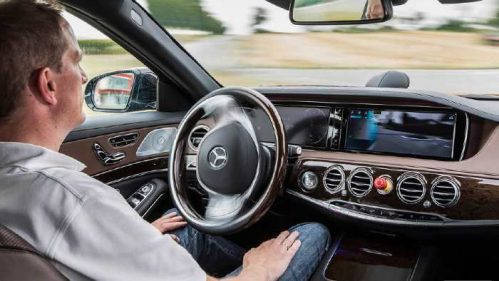 Autonomes Fahren im Mercedes S 500 Intelligent Drive.