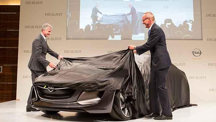 Karl-Thomas Neumann (r.) und Mark Adams enthüllen das Opel Monza Concept.