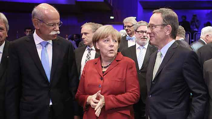 «Busenfreundin der Autoindustrie» Merkel eröffnet IAA