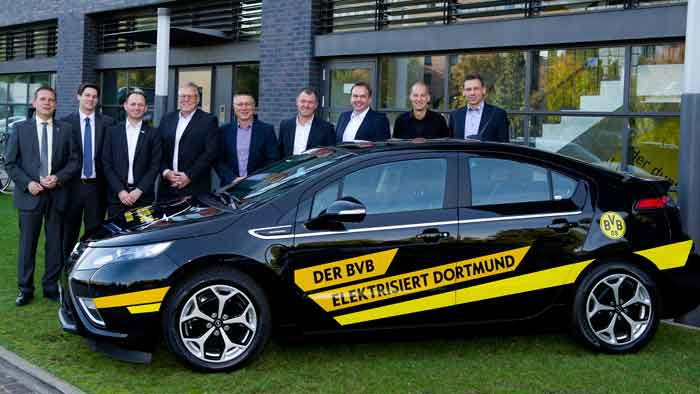 Sechs Opel Ampera wurden an Sponsorenpartner des BVB übergeben.