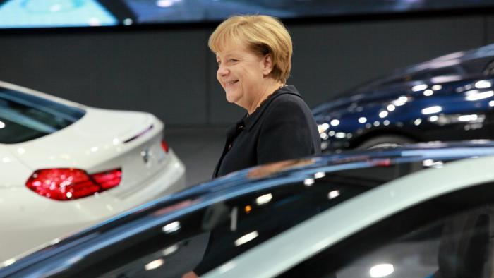 Bundeskanzlerin Angela Merkel stellt Förderungsmaßnahmen in Aussicht.