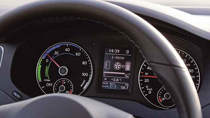 Der VW Jetta Hybrid ist kräftig bestückt.