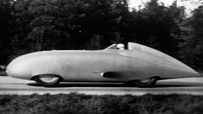 Mercedes-Silberpfeile freischwebend im Windkanal