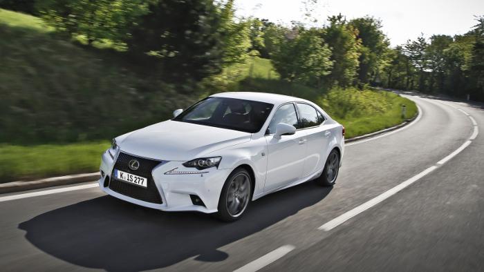 Lexus IS 300h F-Sport: Immer mit der Ruhe