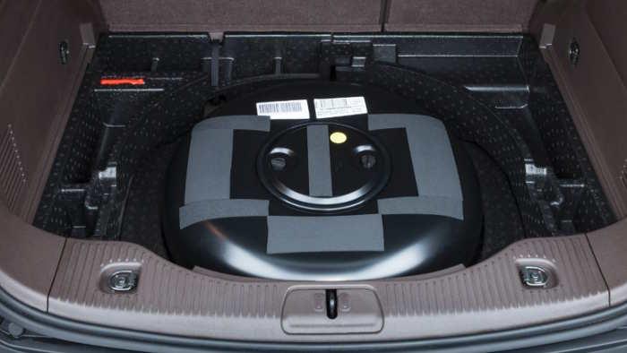 Der LPG-Tank im Opel Mokka ist in der Radmulde.