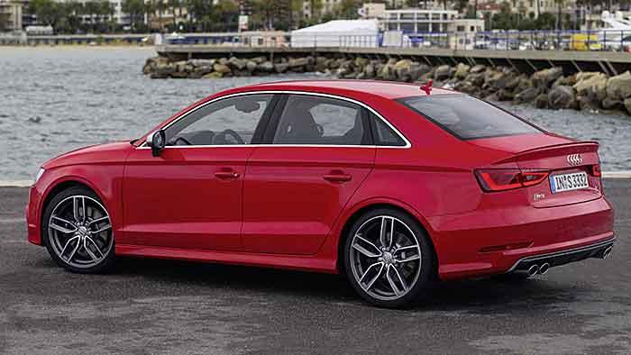 Die Audi S3 Limousine greift auf 300 PS zurück.