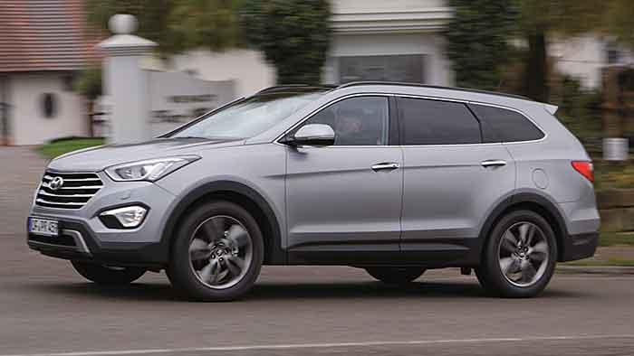 Der Hyundai Grand Santa Fe misst fast fünf Meter.