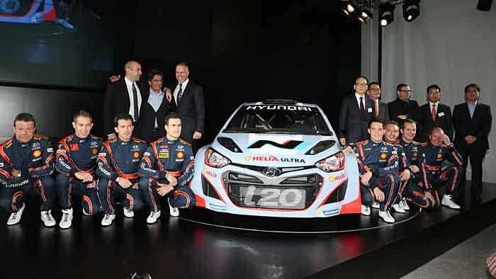Peter Schreyer (3.v.r.) und das Hyundai WRC-Team