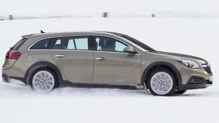 Der Opel Insignia Country Tourer fühlt sich auf Schnee und Eis wohl.