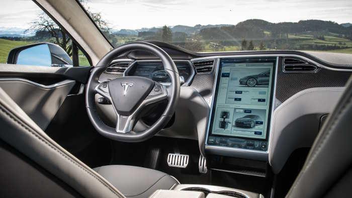 Cockpit im Tesla Modell S