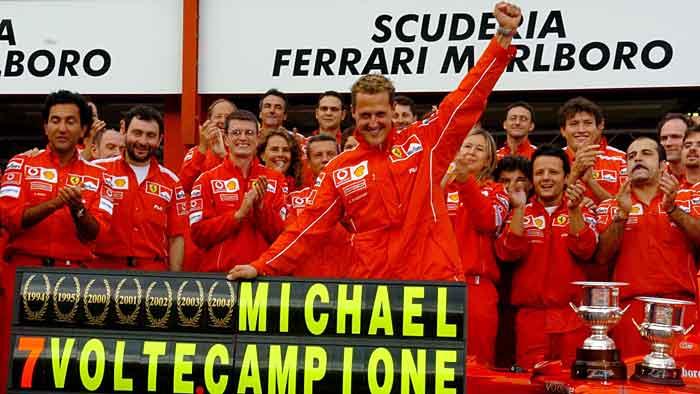 Michael Schumacher feiert seinen siebten WM-Titel in der Formel 1.