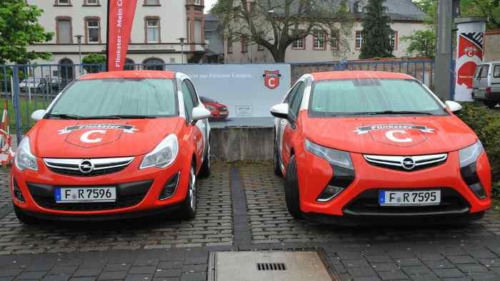 Opel Corsa und ein Opel Ampera bei Flinkster Campus.