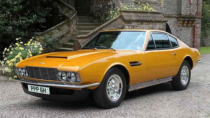"""Der Aston Martin DBS von Roger Moore in der Serie """"Die 2""""."""