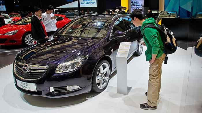 Ein Opel Insignia Sports Tourer auf der Autoshow Shanghai.