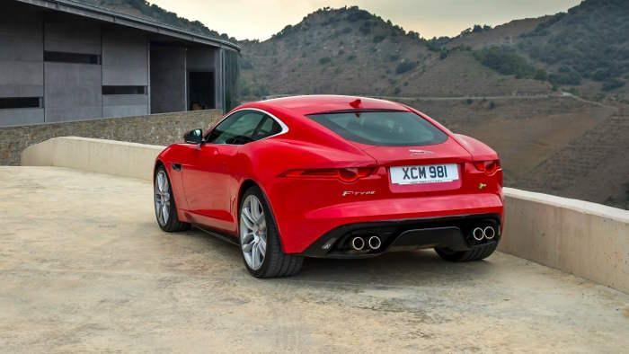 Jaguar verteilt die Kraft beim F-Type auf alle vier Räder.