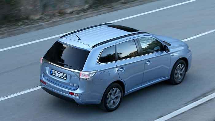 Der Mitsubishi Outlander soll sich mit 1,9 Litern auf 100 Kilometern begnügen.