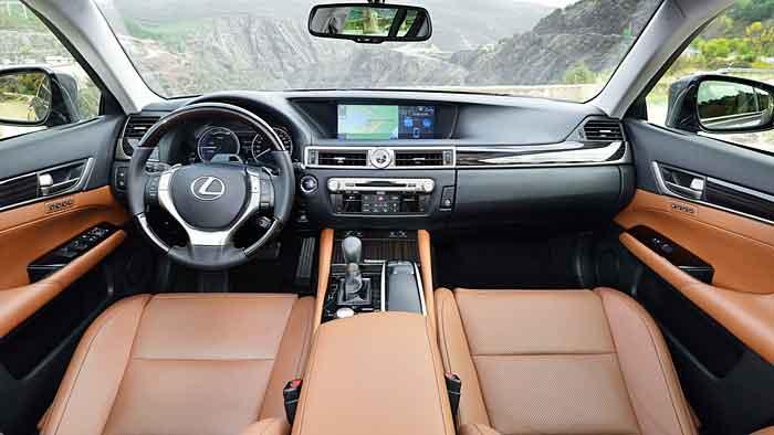 Der Lexus GS 300h fährt dank Vollhybrid besonders leise.